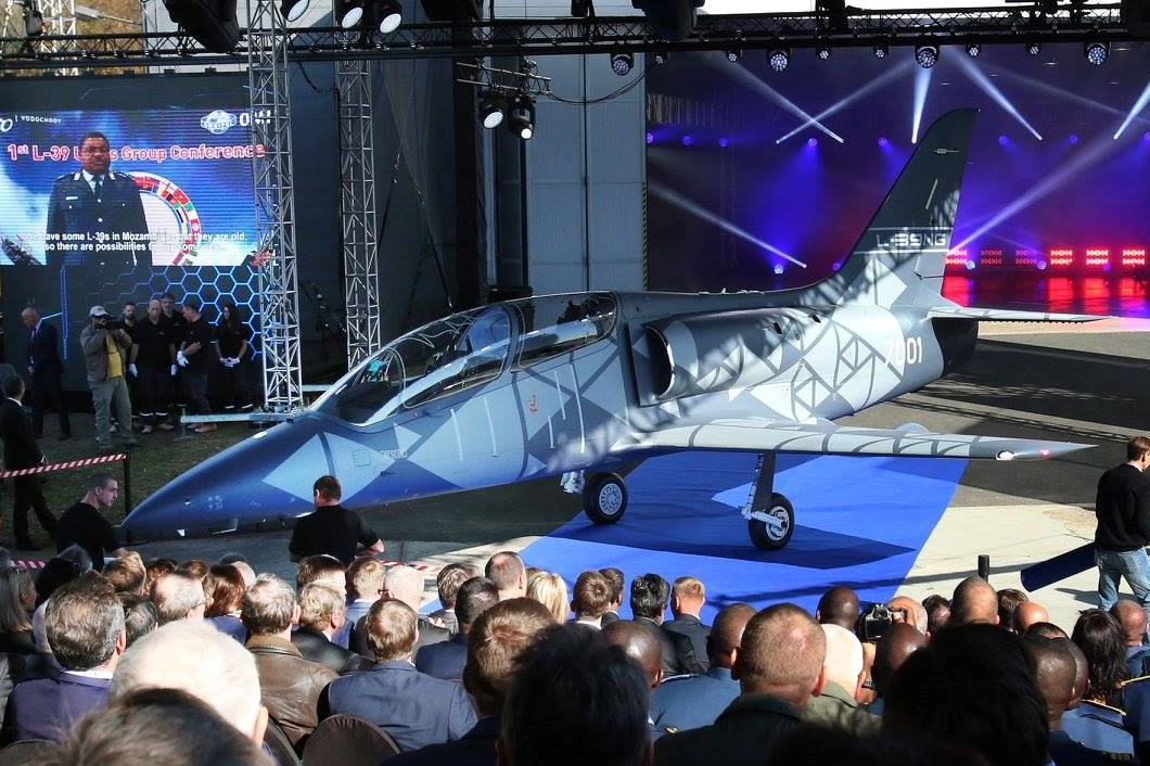 L-39NG žije, první letoun slavnostně vyroloval