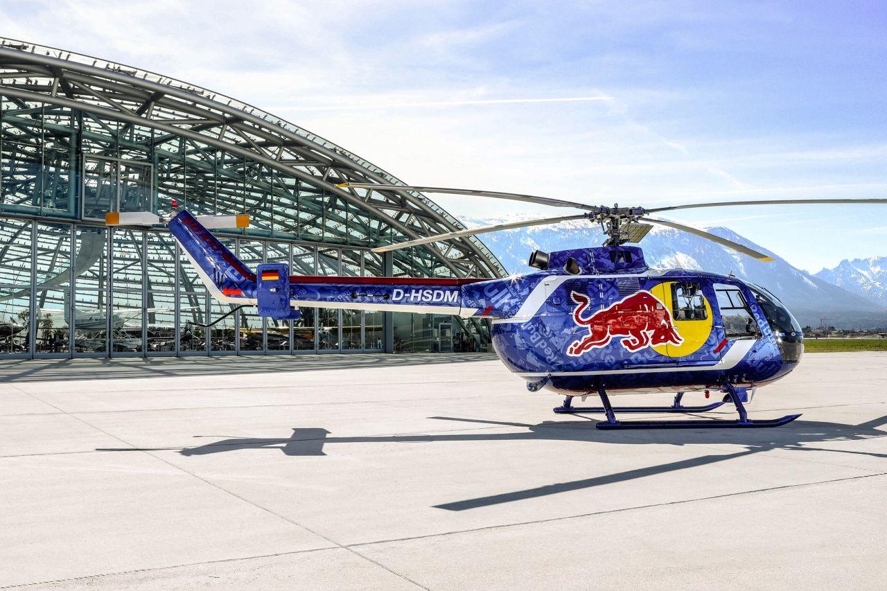 Na Aviatické pouti se představí akrobatický vrtulník v barvách Red Bullu