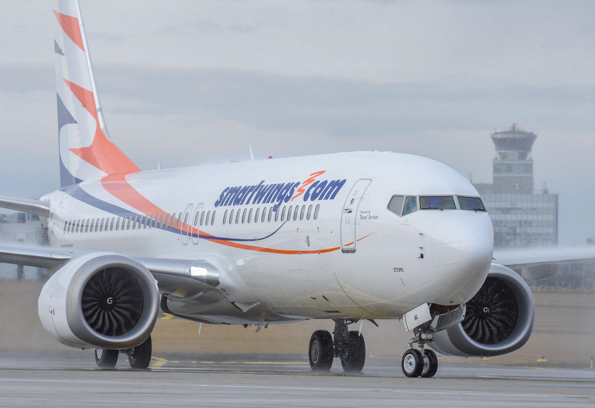 Při pojíždění k dráze v Ruzyni o sebe zavadily dva Boeingy 737