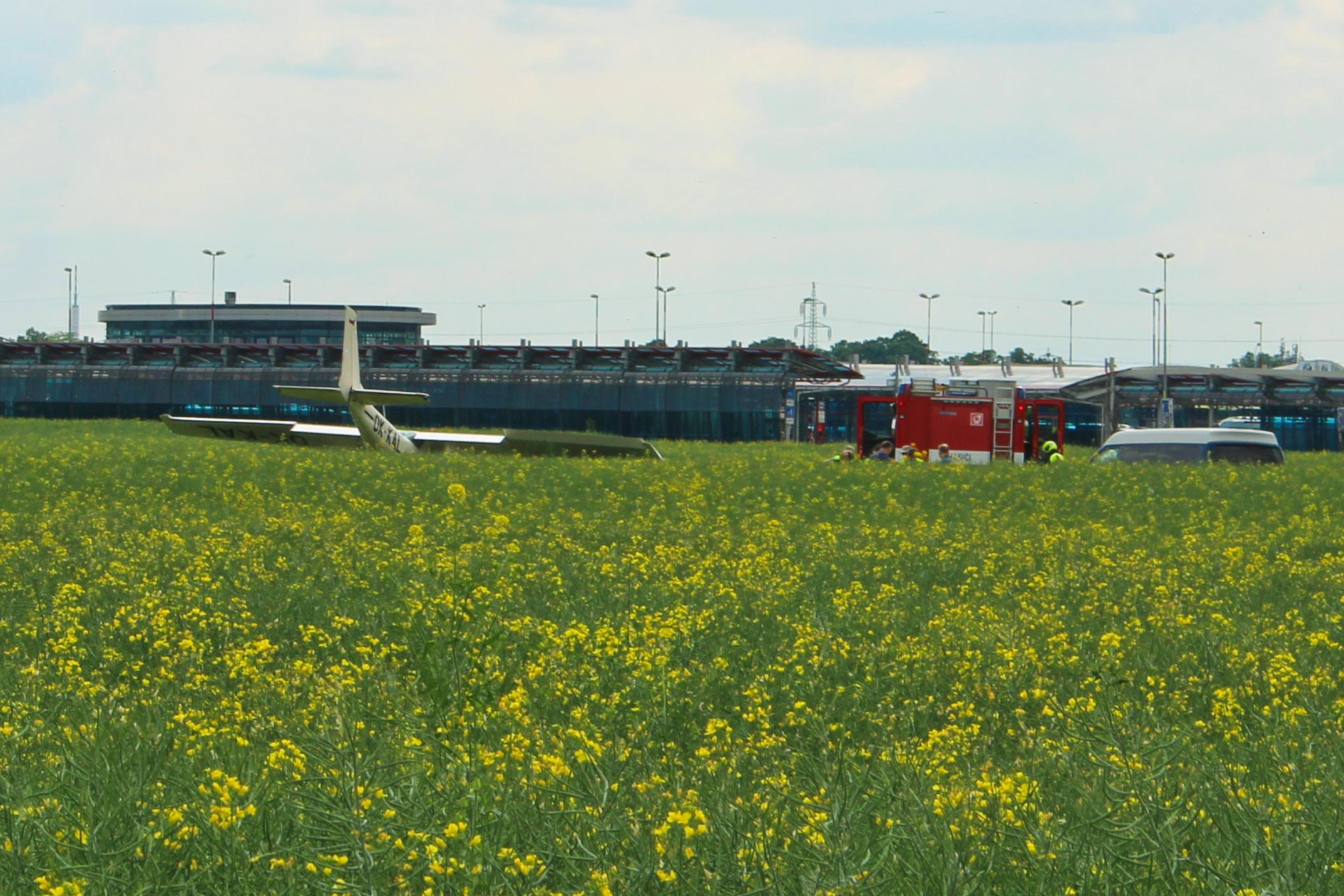 V Letňanech havarovala krátce po vzletu Cessna 152, pilot se zranil