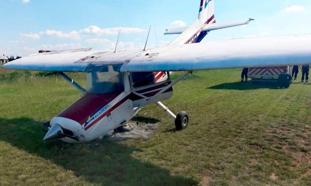 Pilot se zranil při nehodě Cessny v Letňanech