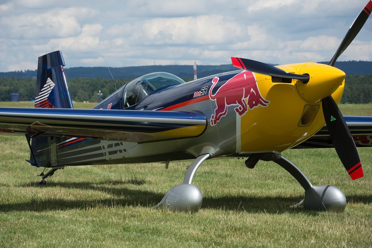 Nebe nad Kazaní ovládnou o víkendu závodní speciály Red Bull Air Race