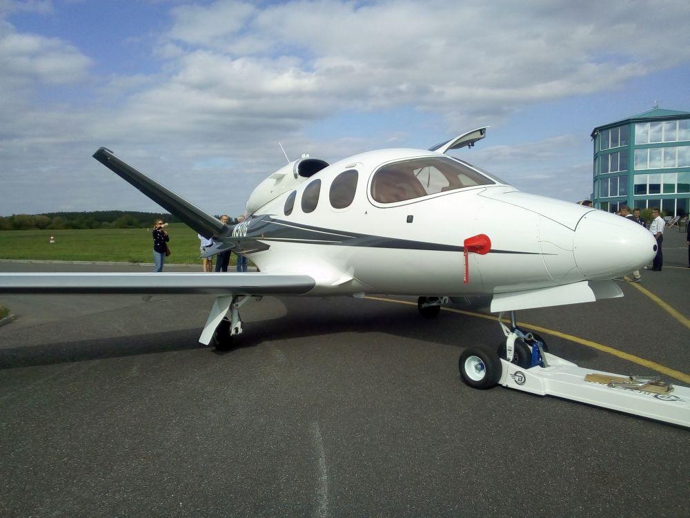 V Příbrami se letovou ukázkou představil letoun Cirrus Vision Jet G2