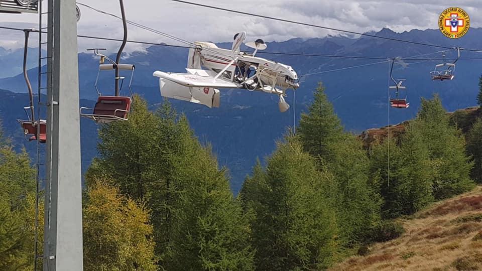 Ultralehké Echo zůstalo při nehodě v Itálii viset na kabelech lanovky