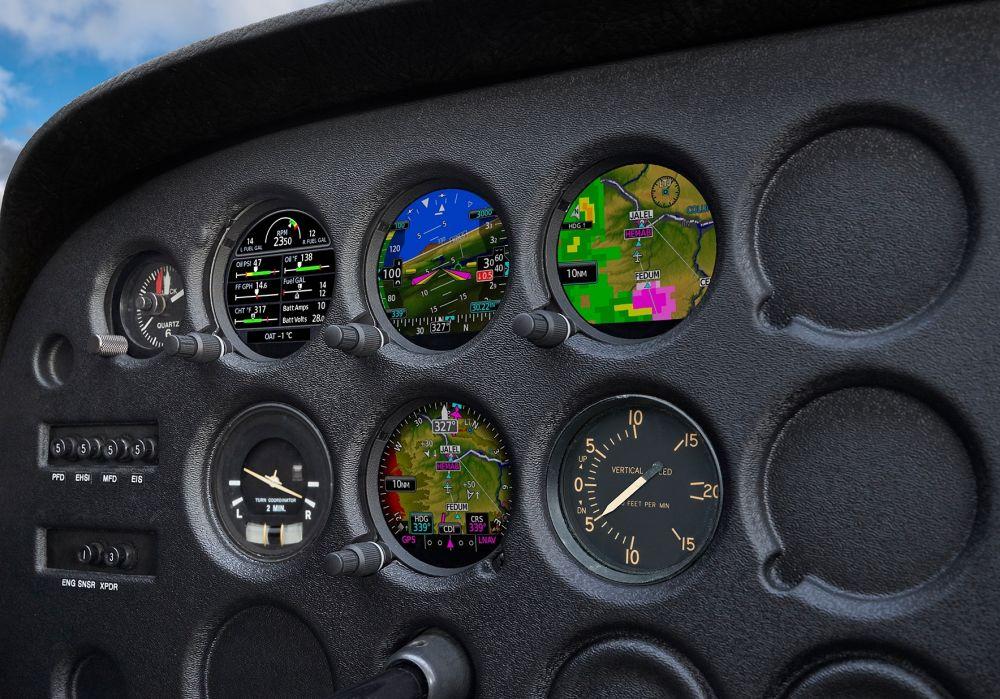 """Garmin představil """"budíkový glasskokpit s přístroji GI 275"""
