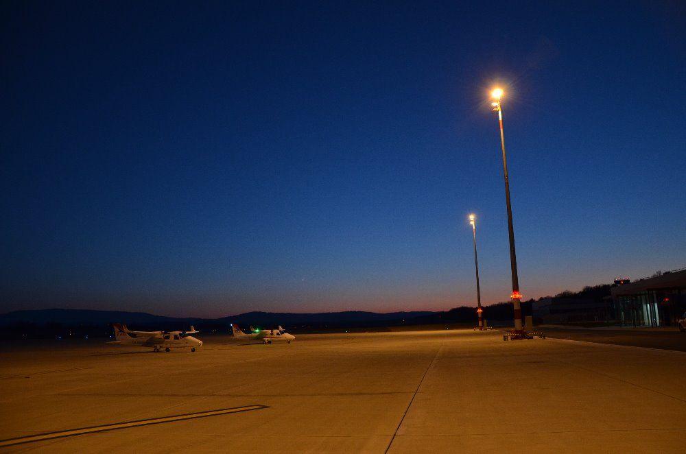 Na LKCS testují světelné technologie, noční lety jsou možné na vyžádání