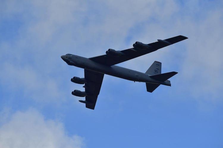 Nad Ostravou, Prahou i Plzní proletí v sobotu odpoledne bombardér B-52