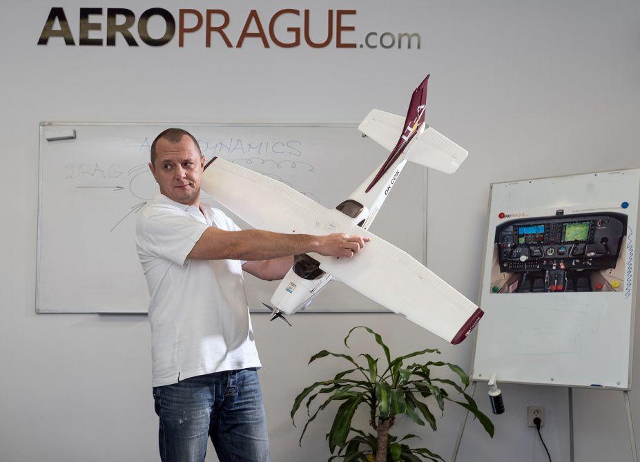 Letecká škola AeroPrague nabízí poslední volná místa vkurzu ATPL(A)