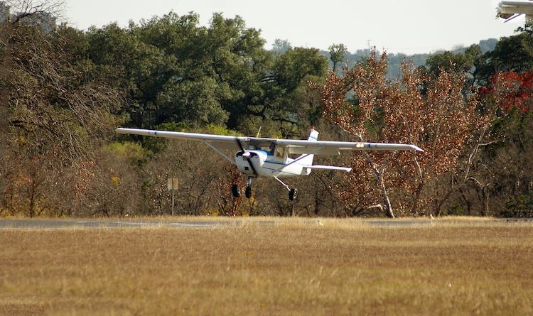 VIDEO: AOPA testovala otočku letounů při vysazení motoru po vzletu