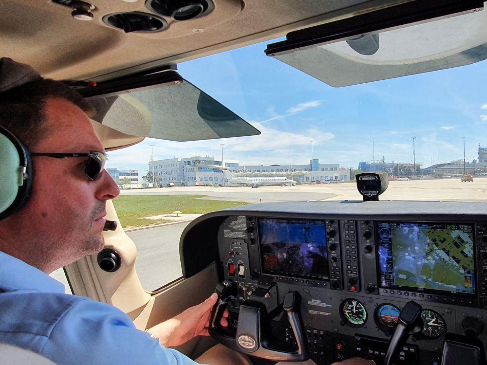 VIDEO: VFR let na řízené letiště