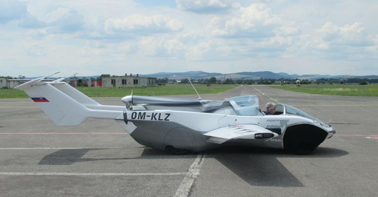 Slovenský AirCar má za sebou první let mezi mezinárodními letišti