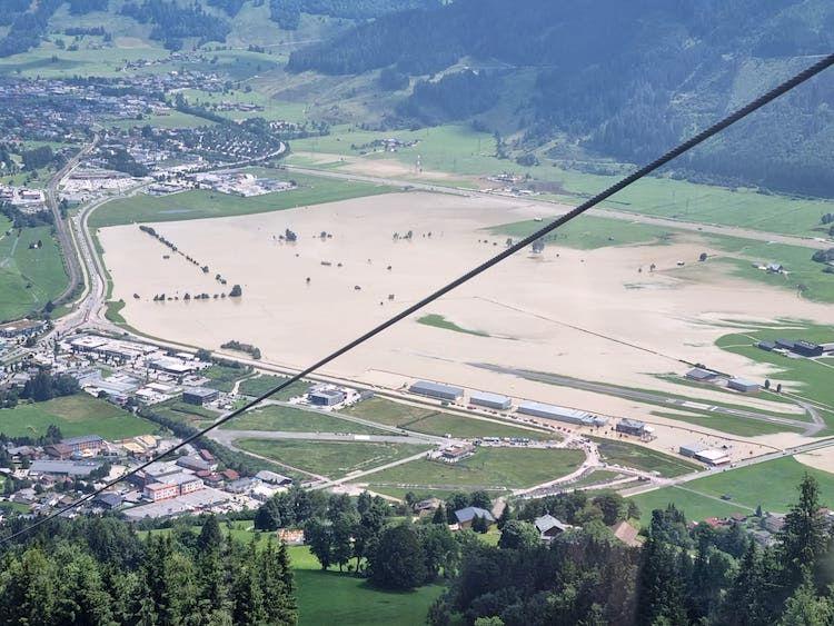 Letiště Zell am See je kvůli povodním uzavřeno, uvádí NOTAM