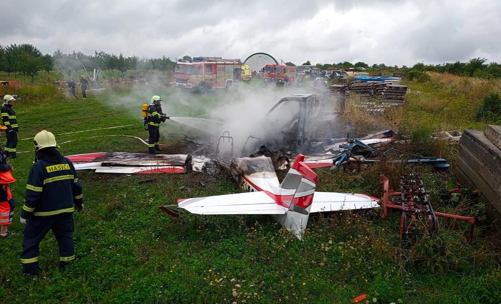 Pátek poznamenaly dvě tragické nehody letounů