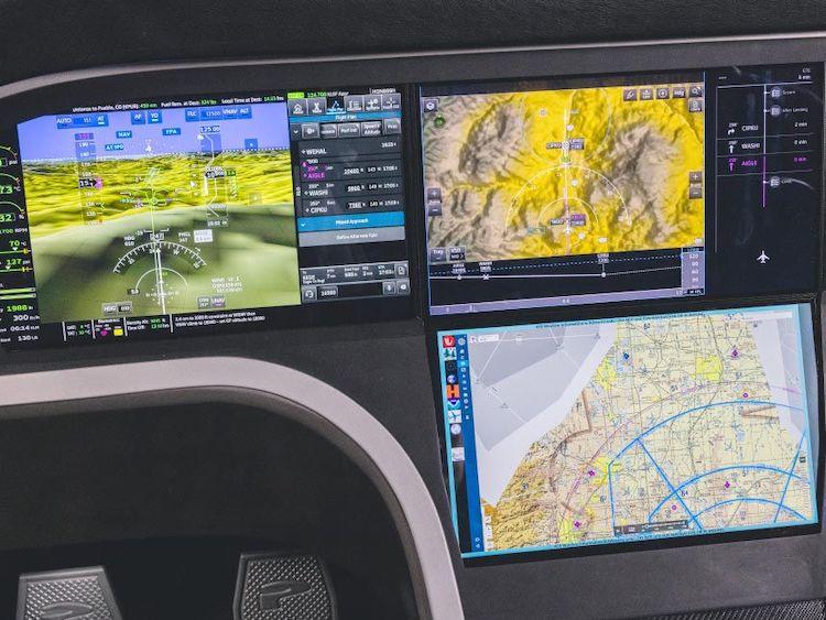 """Honeywell představil """"chytrý kokpit"""" Anthem, spolupracuje i s mobilem"""